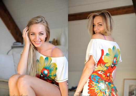 Hayley Marie Coppin - Flowers - Hayley's Secrets - Solo Nude Pics