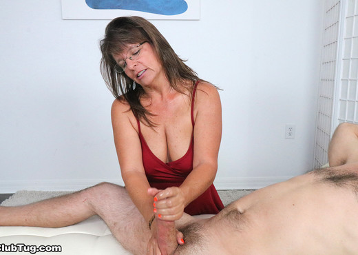 Cougar Jules - Handjob experience - ClubTug - Hardcore Porn Gallery
