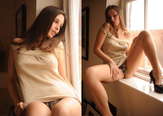 Lola - Panorama - Girlfolio - Solo Sexy Photo Gallery