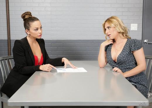 Abigail Mac, Lindsey Cruz - Getting Her Client Off - Lesbian Image Gallery