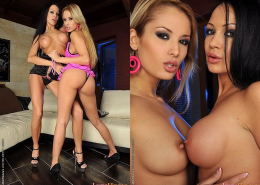 Pussy Licking with Regina Ice & Regina Moon - Lezbo Honeys - Lesbian Picture Gallery