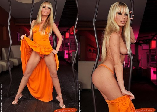 Gili Sky - Magic Blondes - Toys Sexy Gallery