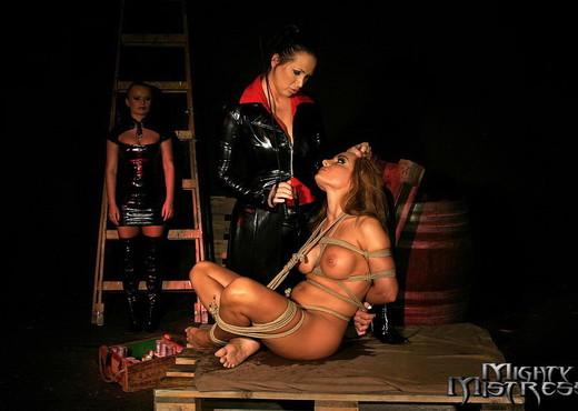 Dora Venter, Mandy & Bonny Bon Lesbian Slave - BDSM Sexy Gallery