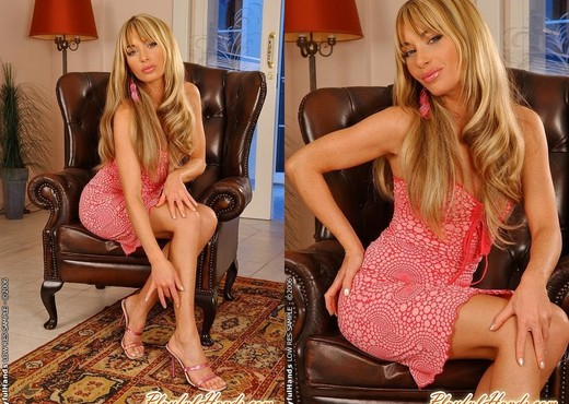 Gili Sky Playing - Playful Hands - Solo Porn Gallery
