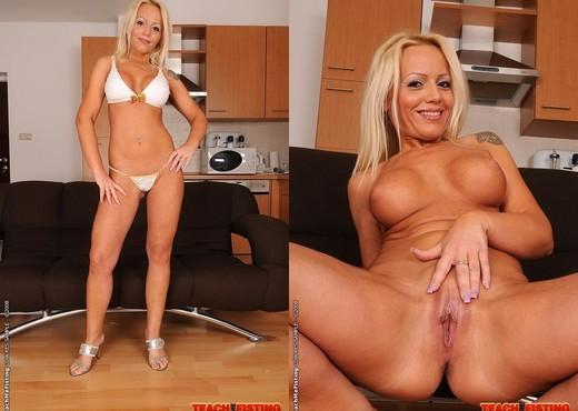 Sarah Simon & Izabella De Cruz Girl on Girl Fisting - Fisting Nude Pics