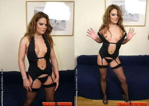Leanna Sweet & Pamela Ann - Lesbian Fisting - Fisting Porn Gallery