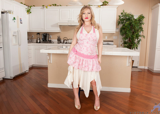 Victoria Tyler - Horny House Wife - MILF Image Gallery