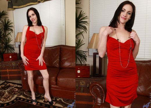 Thimble Tukk - Lady In Red - MILF Nude Pics