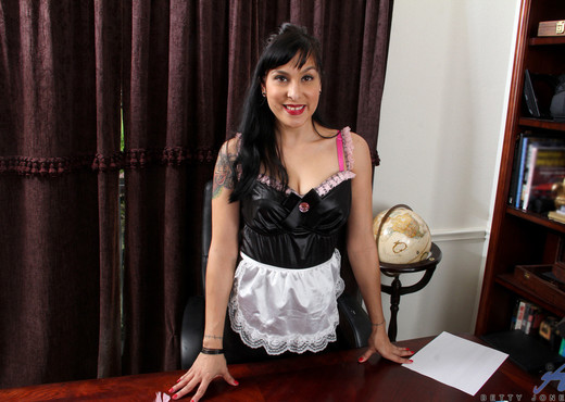 Betty Jones - Naughty Maid - MILF HD Gallery