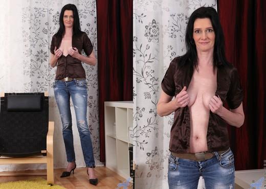 Laura Dark - Dressed To Impress - MILF Porn Gallery