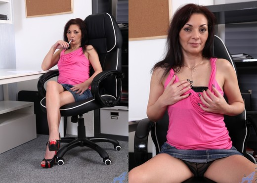 Tyna Black - The Sexy Office Lady - MILF Nude Pics