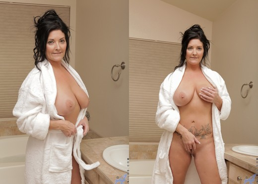 Sammy Brooks - Quiet Soak - Anilos - MILF Hot Gallery