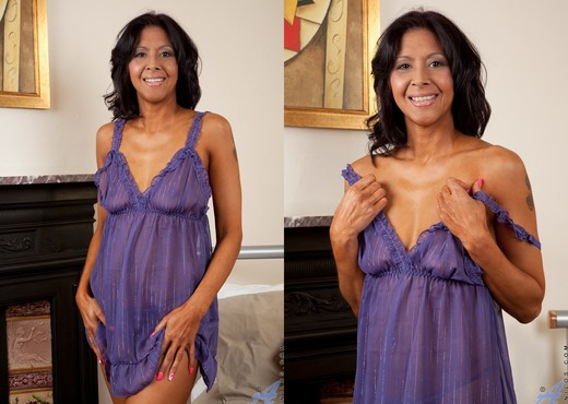 Sophia Smith - Bedroom Play Time - MILF Sexy Gallery