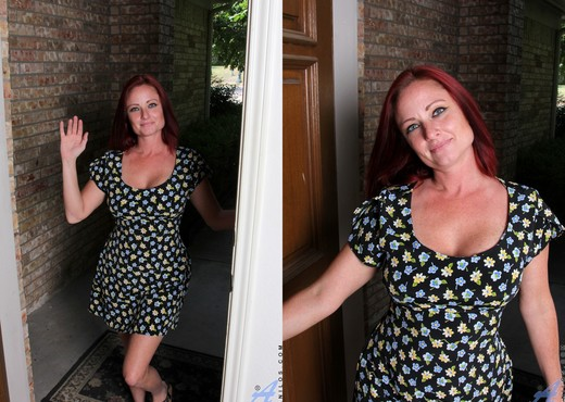 Sandi Lymm - The Freaky Neighbor - MILF Image Gallery