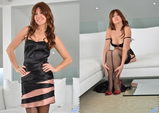 Rachel - Undressing - Anilos - MILF HD Gallery