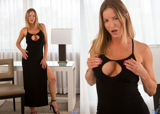 Amber Michaels - Glass Toy - MILF Sexy Gallery