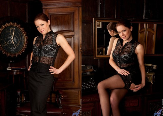 Miah Croft - First Time Mature - MILF Picture Gallery