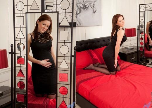 Miah Croft - Mirror Play - Anilos - MILF HD Gallery