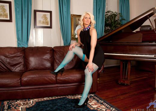 Olivia Jayne - Busty Blonde - MILF Picture Gallery