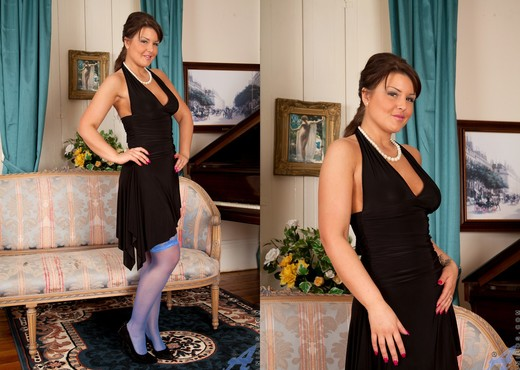 Elle Brook - Evening Wear - Anilos - MILF Nude Pics