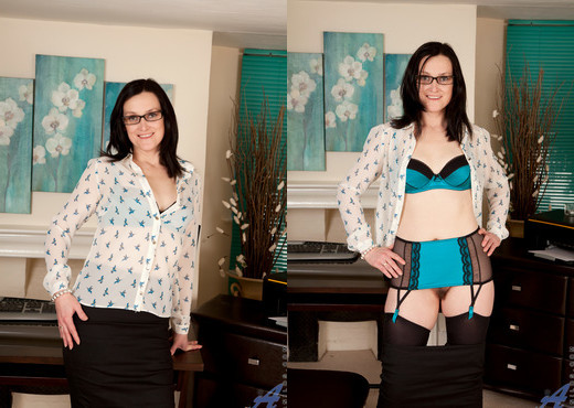 Emily Marshall - Naughty In The Workplace - MILF TGP