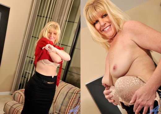 Dawn Jilling - She Likes Toys - MILF Nude Pics