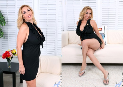 Sophia Jewel - Alone And Frisky - MILF Sexy Photo Gallery