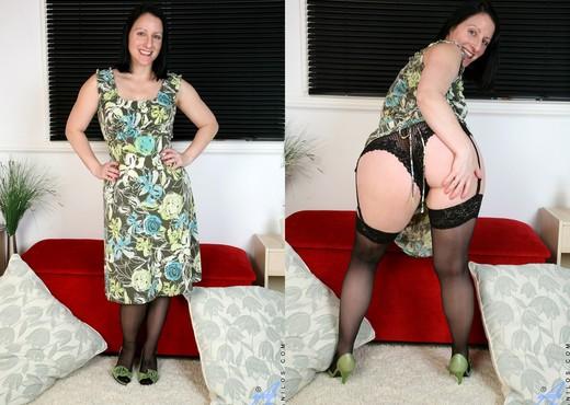 Amber Lustfull - Hairy Pussy Masturbation - MILF Sexy Photo Gallery