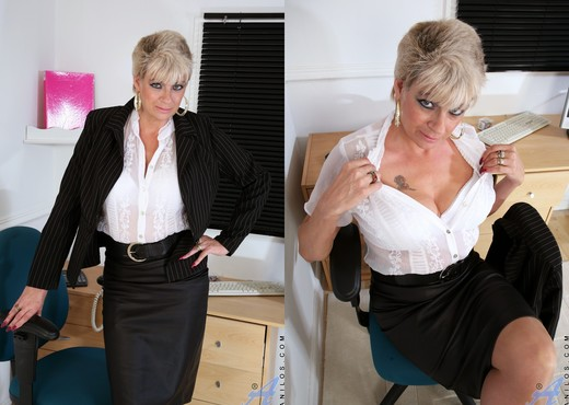 Dimonte - Toys In The Workplace - MILF TGP