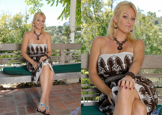 Charlee Chase - Outdoor Self Pleasure - MILF Nude Pics