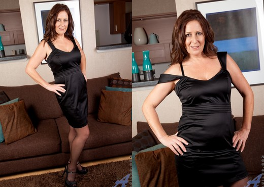 Carol Foxwell - Dressed To Please - MILF HD Gallery
