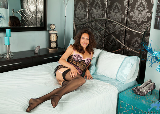 Isabella - Lingerie And Stockings - MILF TGP