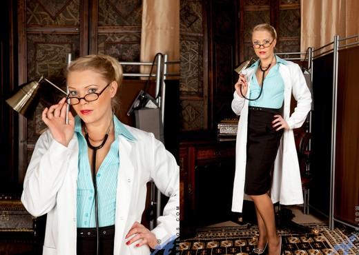 Abi Toyne - Night Nurse - Anilos - MILF Picture Gallery
