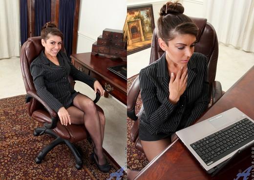Annabelle Genovisi - Self Love - MILF Sexy Gallery