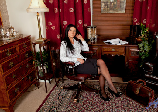 Sienna Richardson - Office Spread - MILF TGP