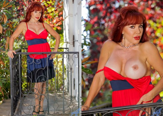 Vanessa Bella - Outdoor Spread - MILF TGP