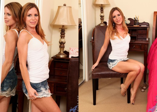 Carly Bell - Bedroom Spread - MILF Sexy Gallery