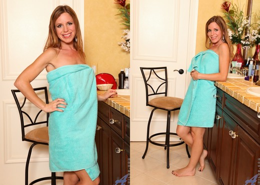 Carly Bell - Shower Touch - Anilos - MILF TGP