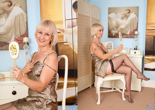 Penny - Playtime Touches - Anilos - MILF Image Gallery