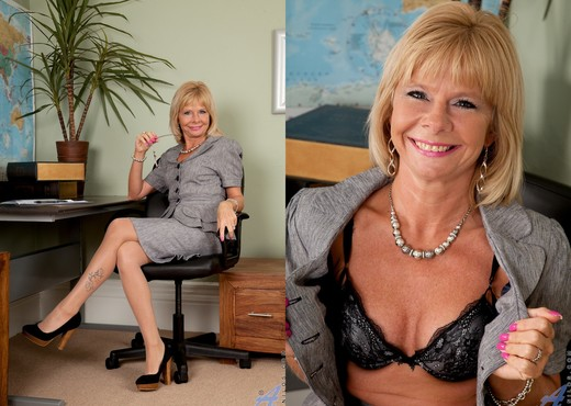 Cathy Oakely - Office Playtime - MILF Sexy Gallery