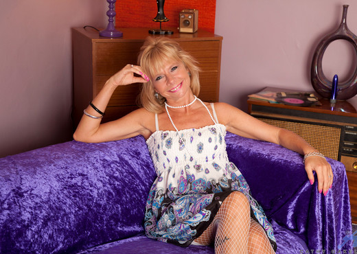 Cathy Oakely - Purple Vibrator - MILF Nude Gallery