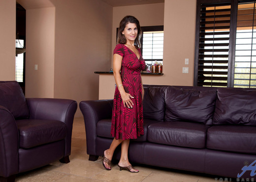Tori Baker - Couch Play - Anilos - MILF TGP