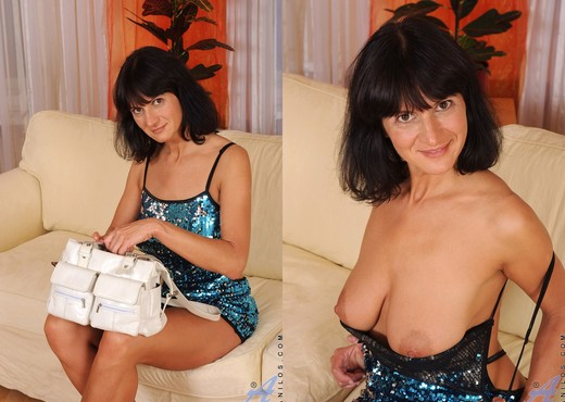 Chelsea - Couch Play - Anilos - MILF Nude Pics