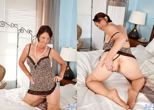 Foxy - Pussy Beads - Anilos - MILF Image Gallery