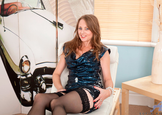 Sofia Rae - Heelsandstockings - MILF Picture Gallery