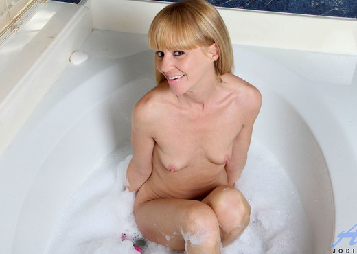 Josie - Bubble Bath - Anilos - MILF Hot Gallery