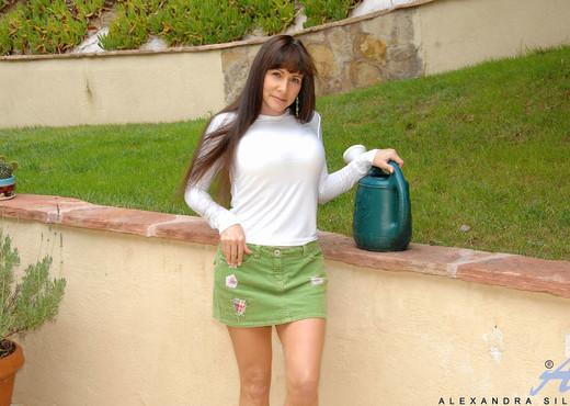 Alexandra Silk - Outdoor Milf - MILF TGP