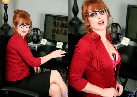 Amber Dawn - Red Toy - Anilos - MILF Hot Gallery