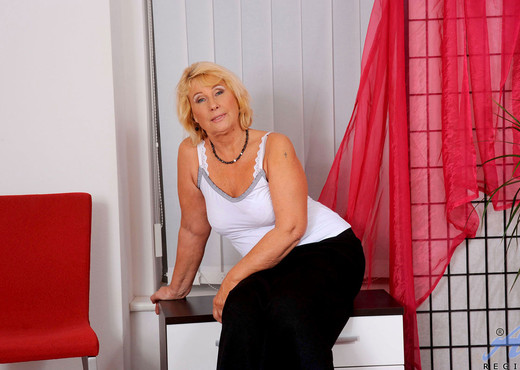 Regie - Mature Fingering - Anilos - MILF Sexy Photo Gallery