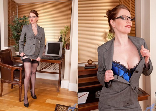 Holly Kiss - Office - Anilos - MILF Sexy Gallery
